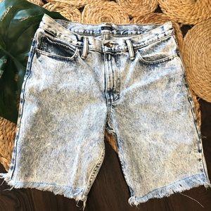 BDG slim cut off acid washed shorts size 31